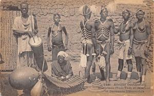 Afrique Occidentale, Musiciens (Tam-Tam et balafon) et Danseurs Djennenkes