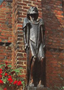 Ernst Barlach Bettler auf Kruecken, Bronzeplastik Klosterhof Ratzeburger Domes