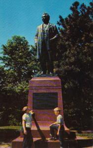 Missouri Hannibal Statue Of Mark Twain In Riverview Park