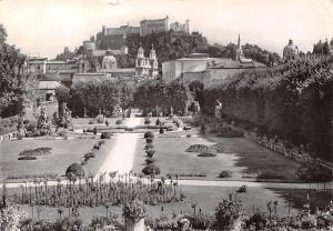 Salzburg Mirabellgarten mit Dom und Festung Garden Promenade