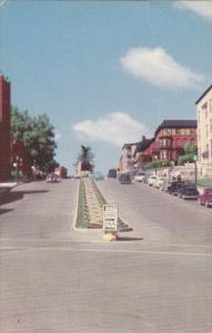 King Street W/ War Memorial , SHERBROOKE , Quebec , Canada , PU-1950s