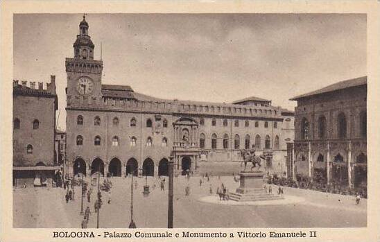 Italy Bologna Palazzo Comunale e Monumento a Vittorio Emanuele II
