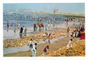 The Picnic View Of Karachi Clifton Beach In Pakistan, South Asia, 1950-70s