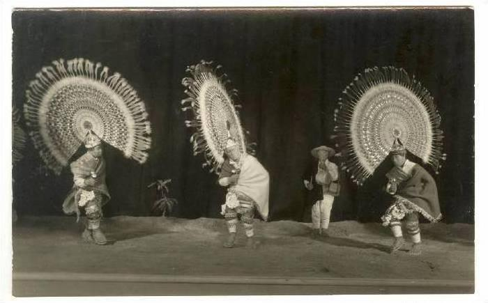 RP: Dolls of traditional dancers, Mexico, 30-40s
