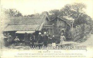Habitations en paillottes que se trouvent en face Tonkin Vietnam, Viet Nam Un...