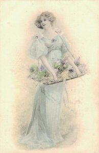 Art Nouveau Classy Women Vintage Postcard 06.40