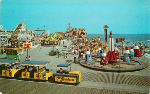 Amusement Hunts Pier Wildwood by the Sea New Jersey Postcard Teich 11142
