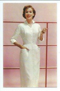 Postcard Ladies Fashion Advertising Bob Evans Egyptian Cotton VPC01.