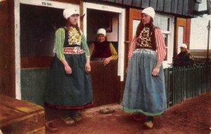 Netherlands Marken Traditional Costumes Women Postcard