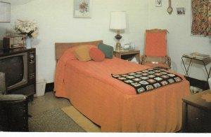BEAMSVILLE , Ontario , Canada , 1950-60s ; Albright Manor , Bedroom