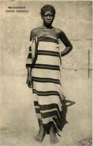 CPA Femme Antandroy MADAGASCAR (709434)