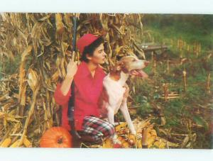Pre-1980 Hunting RETRIEVER DOG BY WOMAN HUNTER WITH GUN AC7097-12