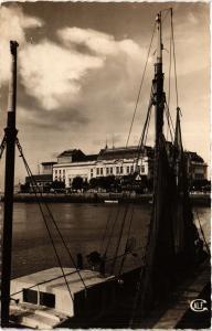 CPA DEAUVILLE - TROUVILLE - Le Casino et le Bassin des Yachts (383712)