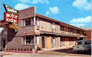 RENO, NV Nevada  TOWN VIEW MOTOR LODGE  c1950s Car  Roadside  Postcard