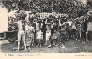 Africa Chargement de bananes, Loading bananas, labour work