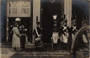 CPA der Kaiser besichtigt die Ehrenwachte, in Königsberg GERMAN ROYALTY (701749)