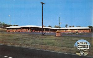 Mt Airy NC~Star Lite Motel~Googie Sign~Ranch Style Brick~GC Ayers~1960s Postcard