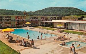 Cave City Kentucky~Holiday Inn~Adult & Kiddie Pools 1950s Postcard