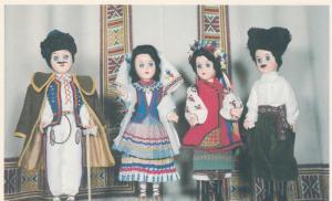 SASKATOON , Saskatchewan , Canada , 50-60s ; Display of Ukrainian Dolls