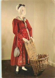 Parisian fashion postcard costume robe tenue de paysanne region Auvers s. Oiseau