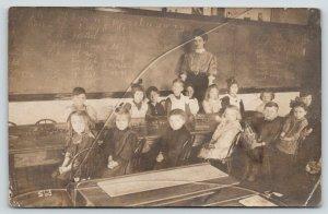 RPPC Teacher~15 Kindergarteners~Blackboard w/ABCs~Phonics~Diacritical Marks~1910