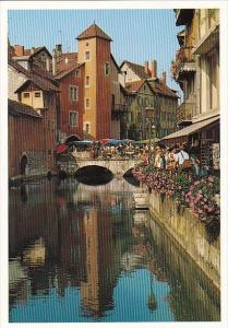 France Annecy Les quais du vieux canal Le Pont Morens