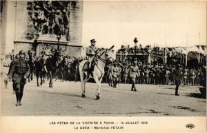 CPA  Militaire - Les Fetes de la Victoire á Paris - Le Defile - Petain  (695552)