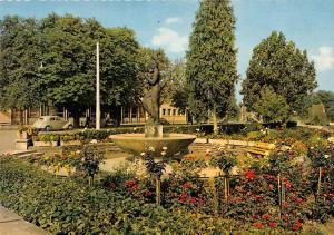 Donaueschingen Mutterbrunnen om Bahnhof Statue Auto Cars
