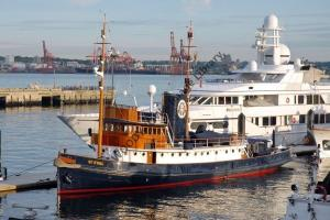 ap0889 - UK Tug - St Eval , built 1930 now private yacht - photo 6x4