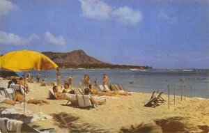 LAZY WAIKIKI DAYS Beach Scene HAWAII Honolulu ca 1950s Vintage Postcard
