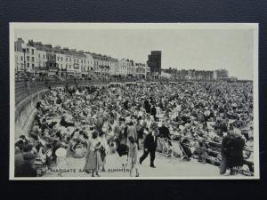 Kent MARGATE SANDS In Summer - Old Postcard by Lincoln Green Ltd ME38