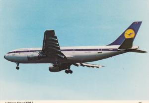 Lufthansa Airbus A300B-2 in Flight