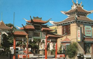 New Chinatown Gateway Los Angeles Postcard