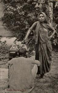 india, Native Woman showing Pictures Stereoscope Box (1910s) Postcard
