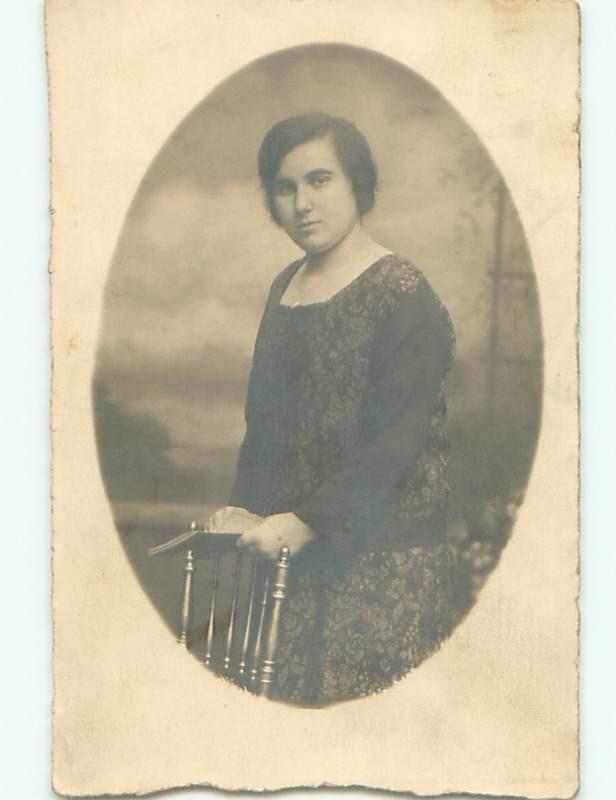 Old rppc WOMAN - WOMEN - FEMALE Great Postcard AB1613