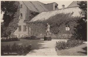 RP: LUND , Sweden , 30-50s ; Linnestatyn