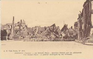 France Peronne La Grande Place Quartier detruit par les Allemands