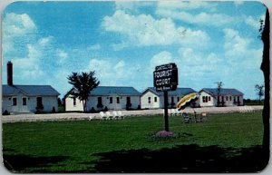Janesville, Wisconsin Postcard CAMPBELL'S TOURIST COURT Highway 26 Roadside 1953