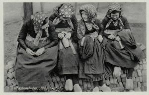 STAPHORST, Netherlands , 1910-20s; tusschen schooltijd