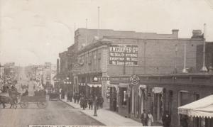 RP: SWIFT CURRENT , Sask., Canada , 1900-10s ; Central Ave Looking N.E.