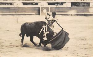 Bull fighting Mexico, Armillita Pase Natural, Postcard 1940