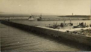 spain, TARIFA, Vista del Puerto y Muelle Comercial y Pesquero (1940s) RP