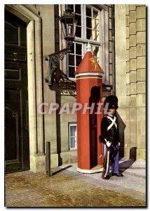 Postcard Modern Guardsman Copenhagen Amalienborg Castle