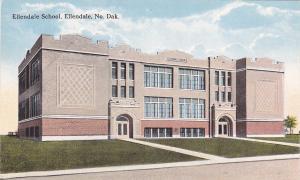 ELLENDALE, North Dakota , 00-10s; Ellendale School