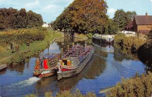 Vintage Postcard, The Grand Union Canal near King's Langley, Hertfordshire C21
