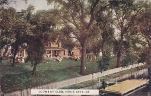 People outside the County Club, Sioux City, Iowa,  PU-1910