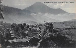 Jave, Indonesia Old Vintage Antique Post Card Weg van Wonosobo naar het Dieng...