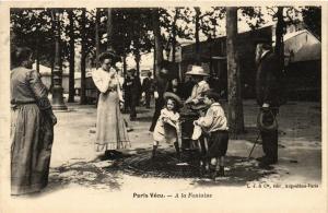 CPA PARIS Vécu. A la Fontaine (673088)