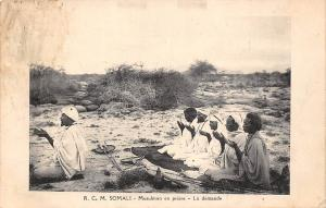 Somalia R.C.M. Somali - Musulman en priere - La demande 1913