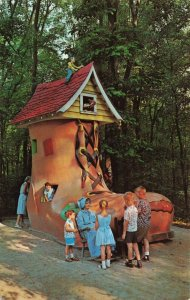 Old Lady in the Shoe, Story Book Forest, Ligonier, PA. Postcard
